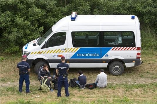 Négyszáznál is több határsértővel szemben intézkedtek a rendőrök a hétvégén