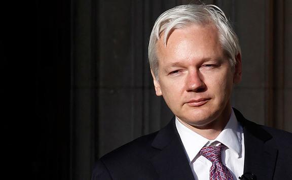 Őrizetbe vették Ecuadorban Julian Assange egy feltételezett bűntársát is