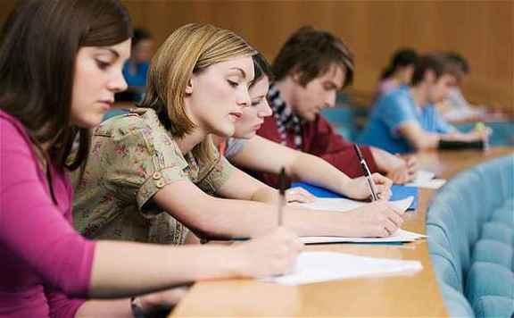 Hétfő éjfélig lehet jelentkezni a felsőoktatási intézményekbe
