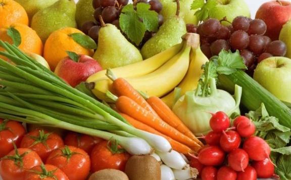 Évente hat kiló zöldséget és gyümölcsöt dob ki egy ember