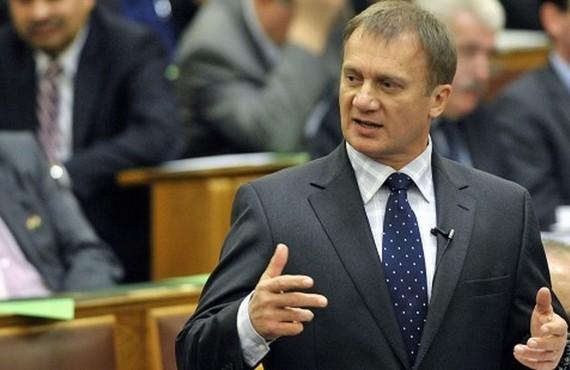 Varju László mentelmi jogának felfüggesztést indítványozta a legfőbb ügyész