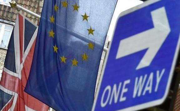 Kényelmes többséggel hagyta jóvá a londoni alsóház a Brexit-megállapodást