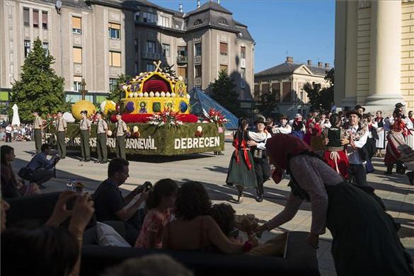 Tizennyolc virágkocsi lesz látható Debreceni Virágkarneválon