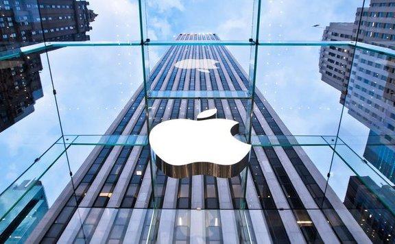 Beismerte az Apple, hogy belenézhetnek telefonok tulajdonosainak privát fotóiba