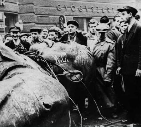 """Az 1956-os forradalom kioltotta a szovjet modell vonzerejét """""""