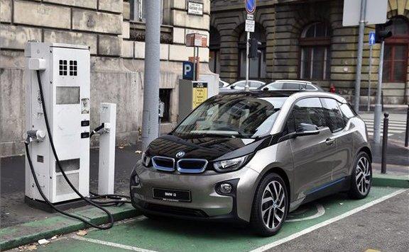 Pályázat indul elektromos autók és robogók vásárlására