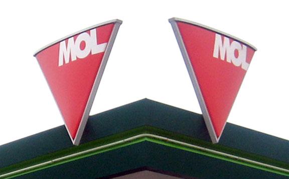 A Mol napi 50 ezer liter fertőtlenítőszer gyártásába kezd