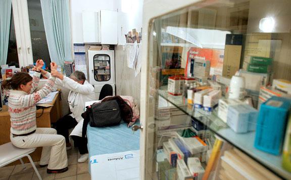 Áprilisban kapják meg a bértámogatásukat a háziorvosok, a fogorvosok és asszisztenseik