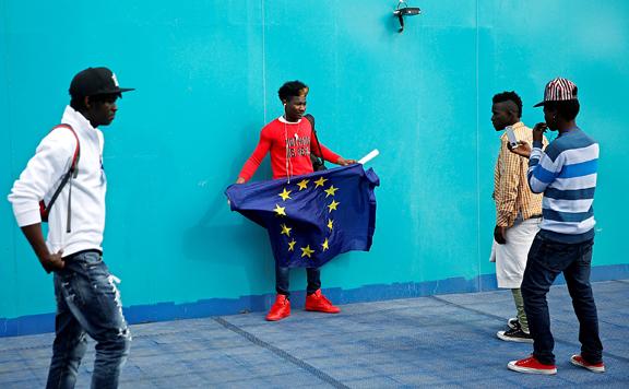 Társadalmi értékekről kapnak majd tájékoztatót a migránsok