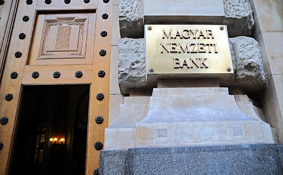 Jelentős hitelintézeti könnyítésekről döntött az MNB