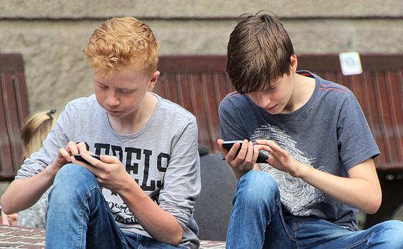 Nem szívesen adnak a fiatalok tech-tanácsot a szüleiknek