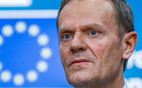Donald Tusk jóváhagyást kér az EU-tól a halasztásra