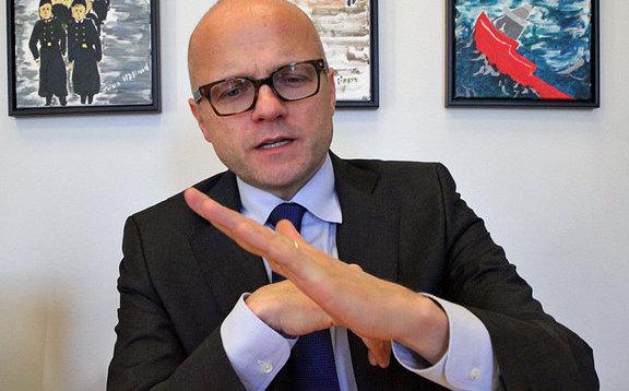 Norvég minisztger Helgesen lead