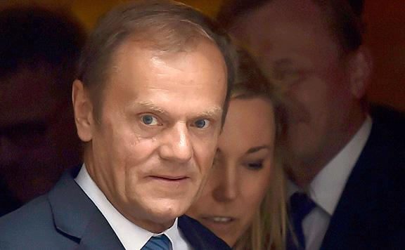 Századvég: Donald Tusk méltatlanná vált a néppárti elnökséghez