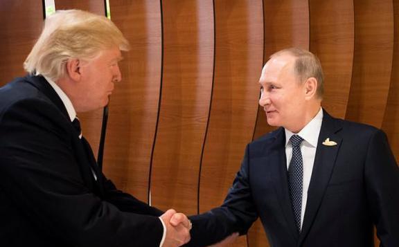 Putyin kész találkozni Trumppal, ha hivatalos meghívást kap
