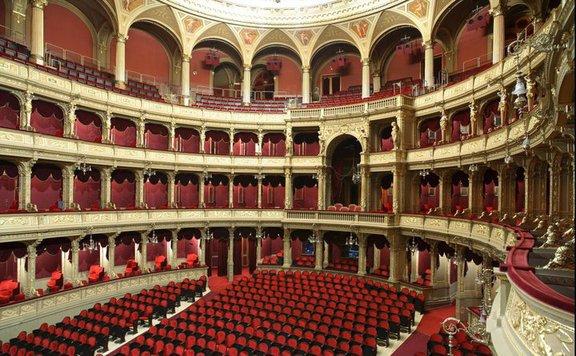 Karácsonyi ajándék az Opera társulatától a szociális intézményben élőknek