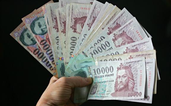 A szociális partnerek elfogadták a 200 ezer forintos minimálbért