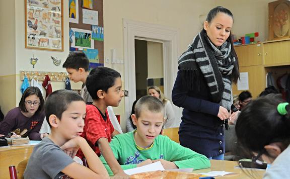 Emmi: Több támogatás jut az iskolák fejlesztésére, a pedagógusok bérére, a diákok és szüleik támogatására