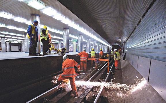Hármas metró síncsere