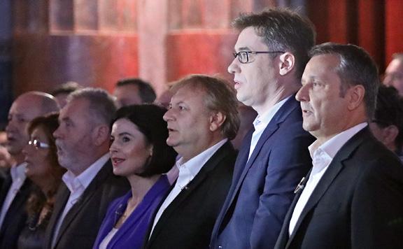 Pragmatikus nemzeti külpolitika ellen kampányol a baloldal