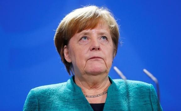 Ismét remegésroham tört Angela Merkelre a nyilvánosság előtt