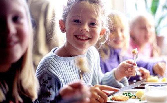 Rétvári: A gyermekétkeztetés sokat tehet a következő generációk egészségéért