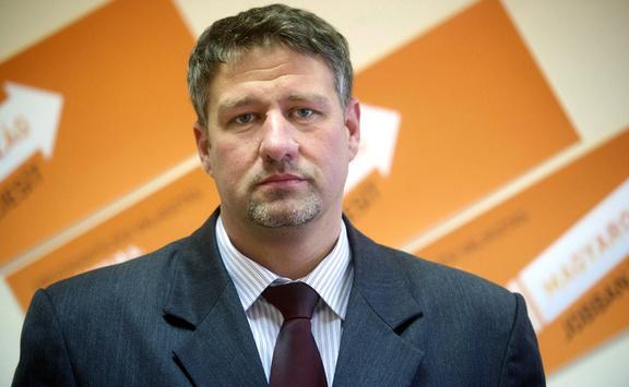 Vádat emeltek Simonka György és társai ellen