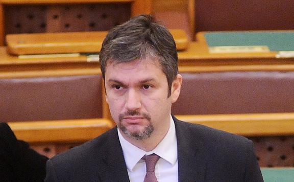 Egymillió forintra büntette Hadházyt az adatvédelmi hatóság