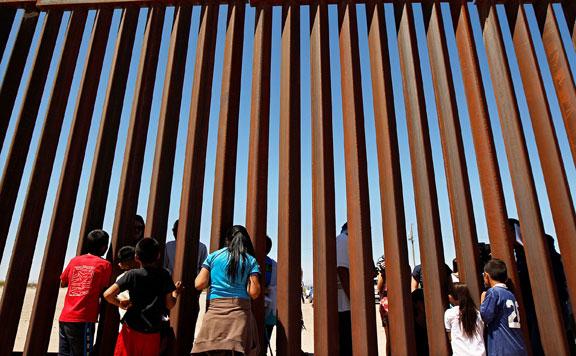 """""""Az amerikai-mexikói határon megjelenő migránsokat azonnali hatállyal vissza kell küldeni"""""""