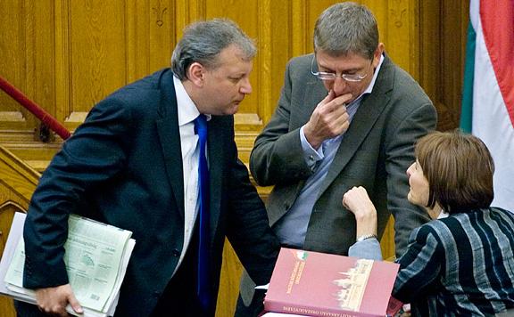 Fidesz: Az ellenzéknek csak kampányban jutnak eszébe a devizahitelesek