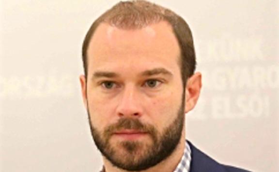 Hollik István: Felháborító, hogy Brüsszel sikerként beszél a migránskártyákról