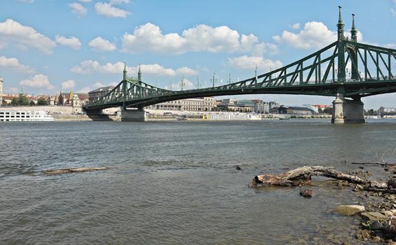 Olajfoltot észleltek a Dunán Budapesten
