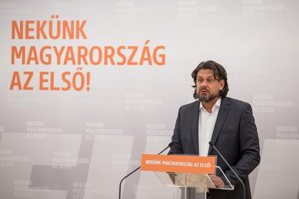 Deutsch: Brüsszelnek meg kell szüntetnie az anonim migránskártyákat!