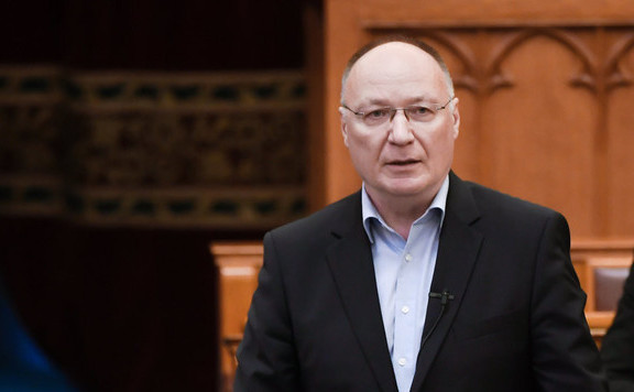 Szexuális zaklatással viccelődött az MSZP-s Burány Sándor