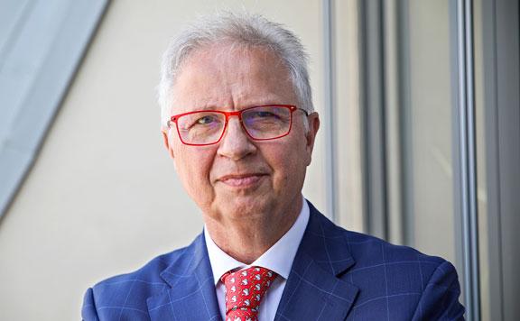 A szerb kormányfő örül Trócsányi László biztosi jelölésének