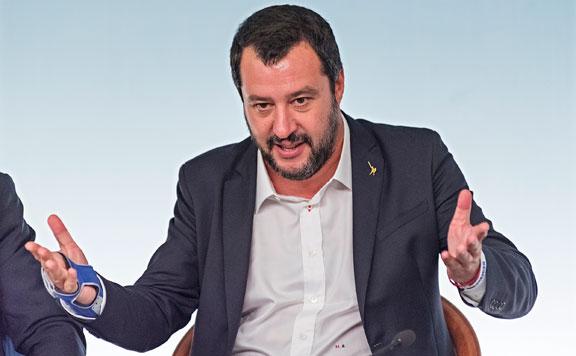 Salvini megtagadta a migránsmentő hadihajó kikötését