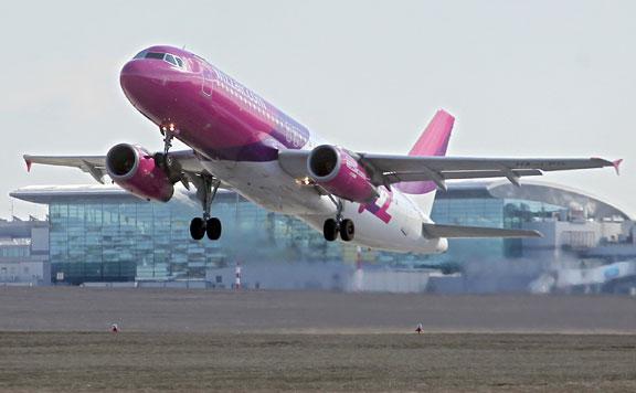 Fogyasztóvédelmi vizsgálat indul a Wizz Air és a Kartago Tours utastájékoztatási gyakorlatának ügyében