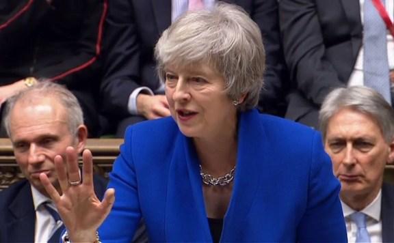 A Brexit további halasztásának kezdeményezésére kötelezték Theresa Mayt