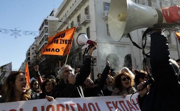 görög tanár tüntetés