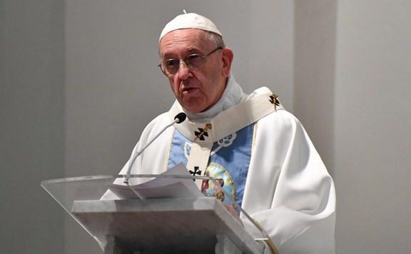 Ferenc pápa: Mások szeretetéhez nincs szükség önéletrajzra