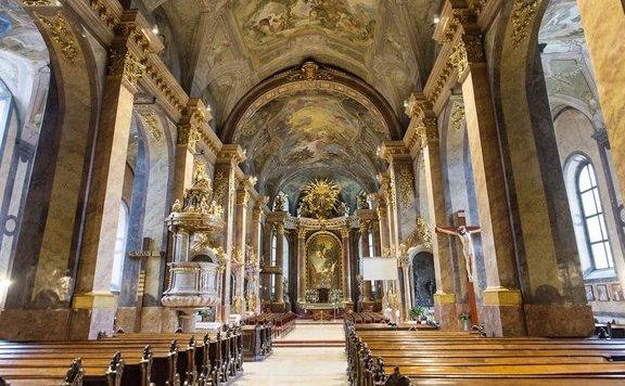 Vasárnaptól nem tartanak misét a katolikus templomokban