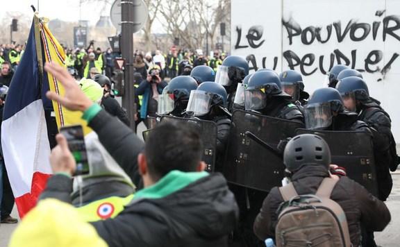 Francia tüntetés lead